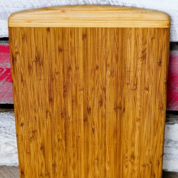 how to sanitize and restore a wood cutting baord! This is such a great tip and so easy to do!