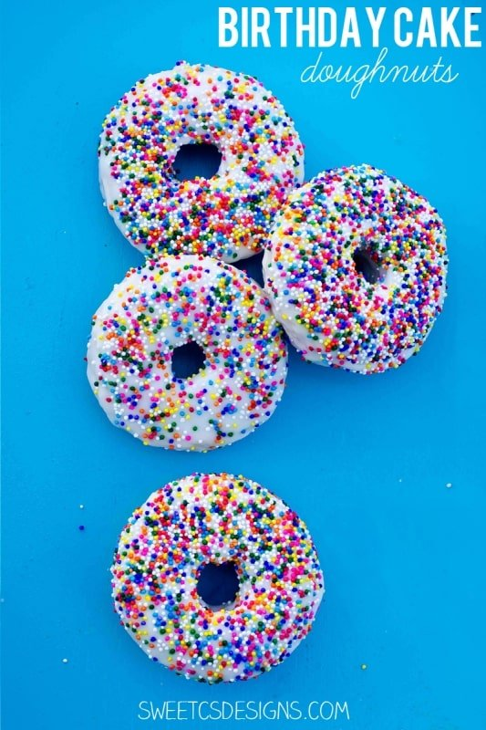 Forget the traditional birthday cake- make these delicious and super simple birthday cake doughnuts instead! Gluten free recipe, too! at sweetcsdesigns.com #cake #doughnut #glutenfree
