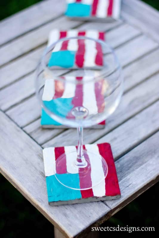 painted flag glasses at sweetcsdesigns.com - these are a fun way to craft with kids for the 4th of july! #kidscrafts #flag #patriotic #coaster