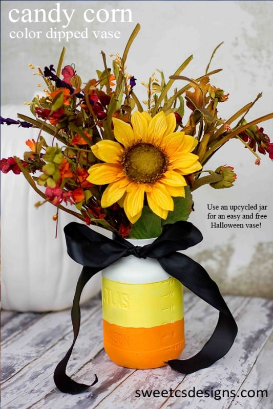 Candy Corn Color Dipped vase - this is such a cute and free way to decorate for halloween! Use an upcycled jarfor a fun vintage feel!