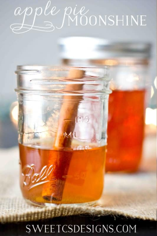Easy Christmas gift for friends and neighbors- Apple Pie Moonshine! So delicious and easy to make!