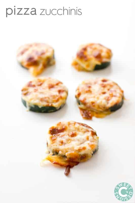 craving pizza but on a low carb diet- check out these pizza zucchinis! Easy to make and so delicious!
