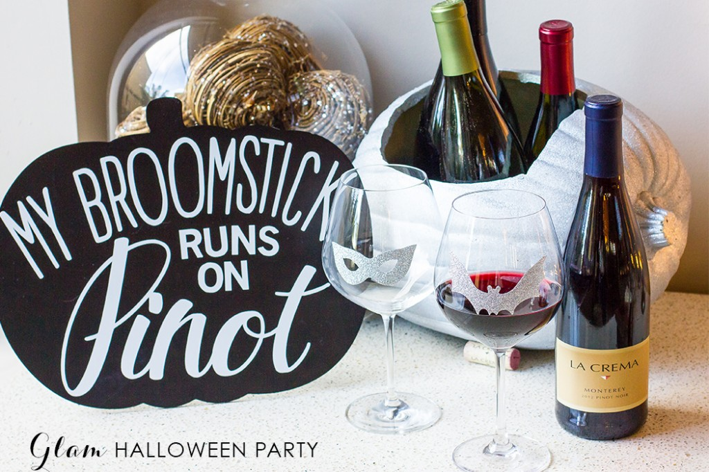 Create a gorgeous glam halloween party with these easy DIY ideas!