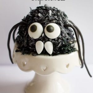 Googly Eye Halloween Cupcakes #DIY4Halloween