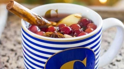 Crockpot Cranberry Apple Sangria
