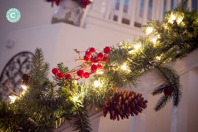 Gorgeous staircase decor for Christmas