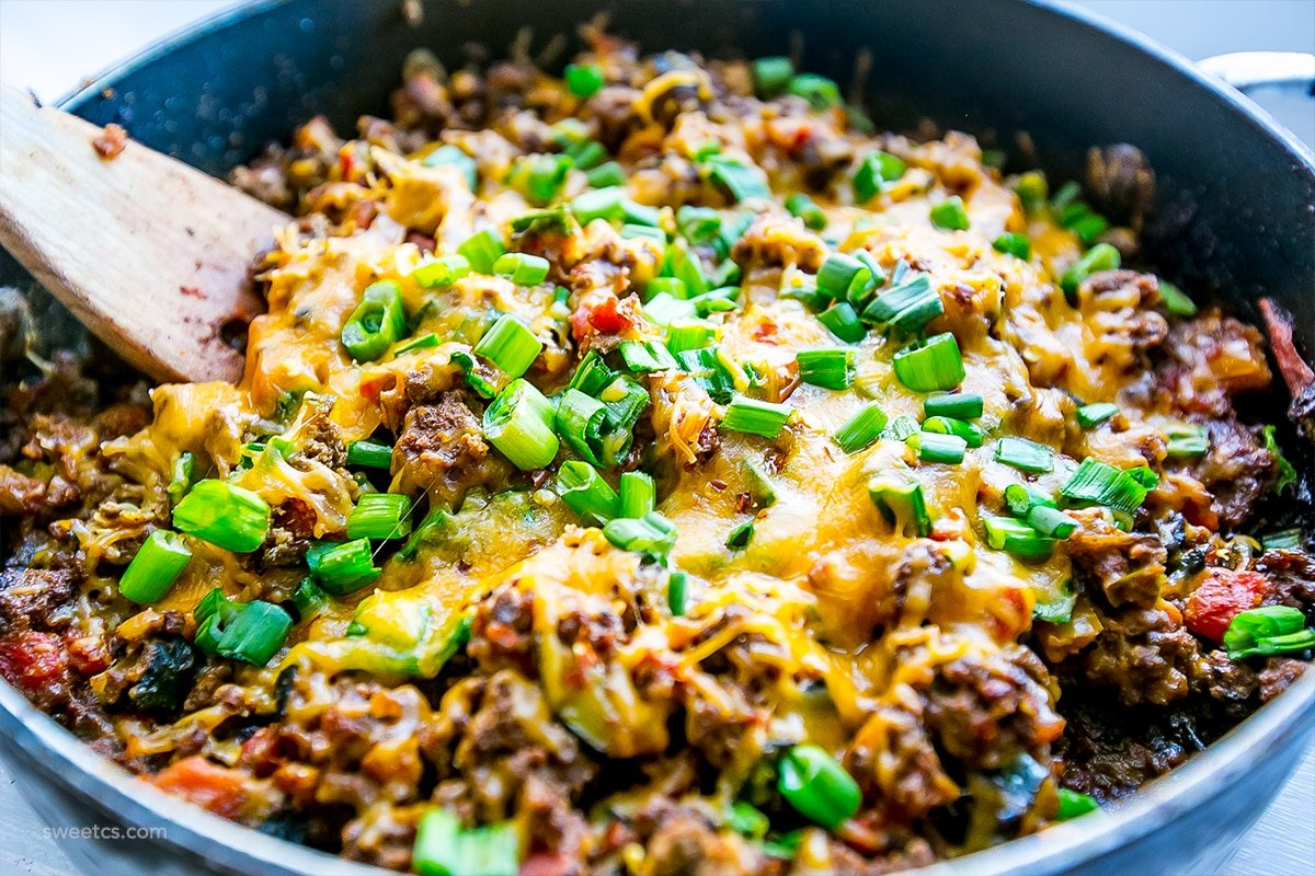 one pot cheesy taco skillet - low carb and so delicious!