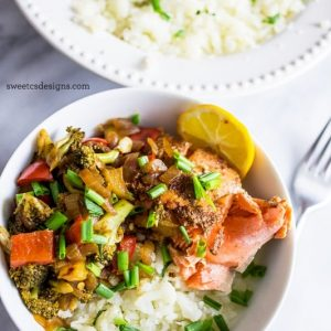 Paleo salmon taco bowls with cauliflower rice- this is the most delicious paleo dinner ever!