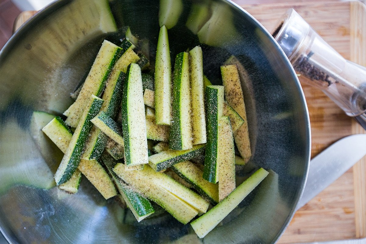 recipe: garlic parmesan zucchini fries [38]