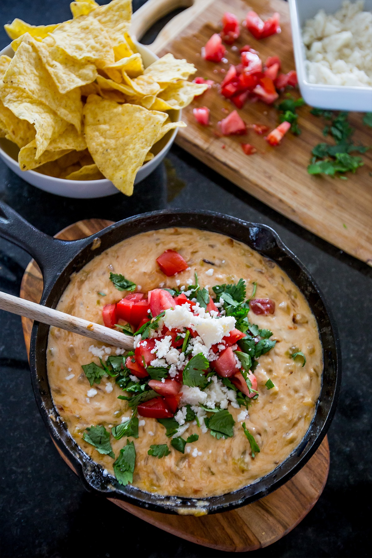 Creamy green chili white queso
