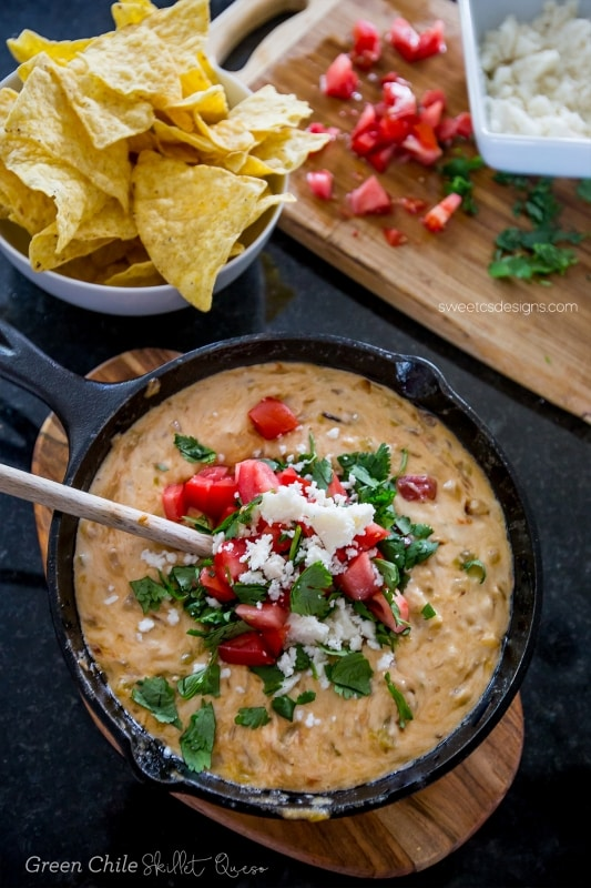 Green Chile Skillet Queso--- YUM!