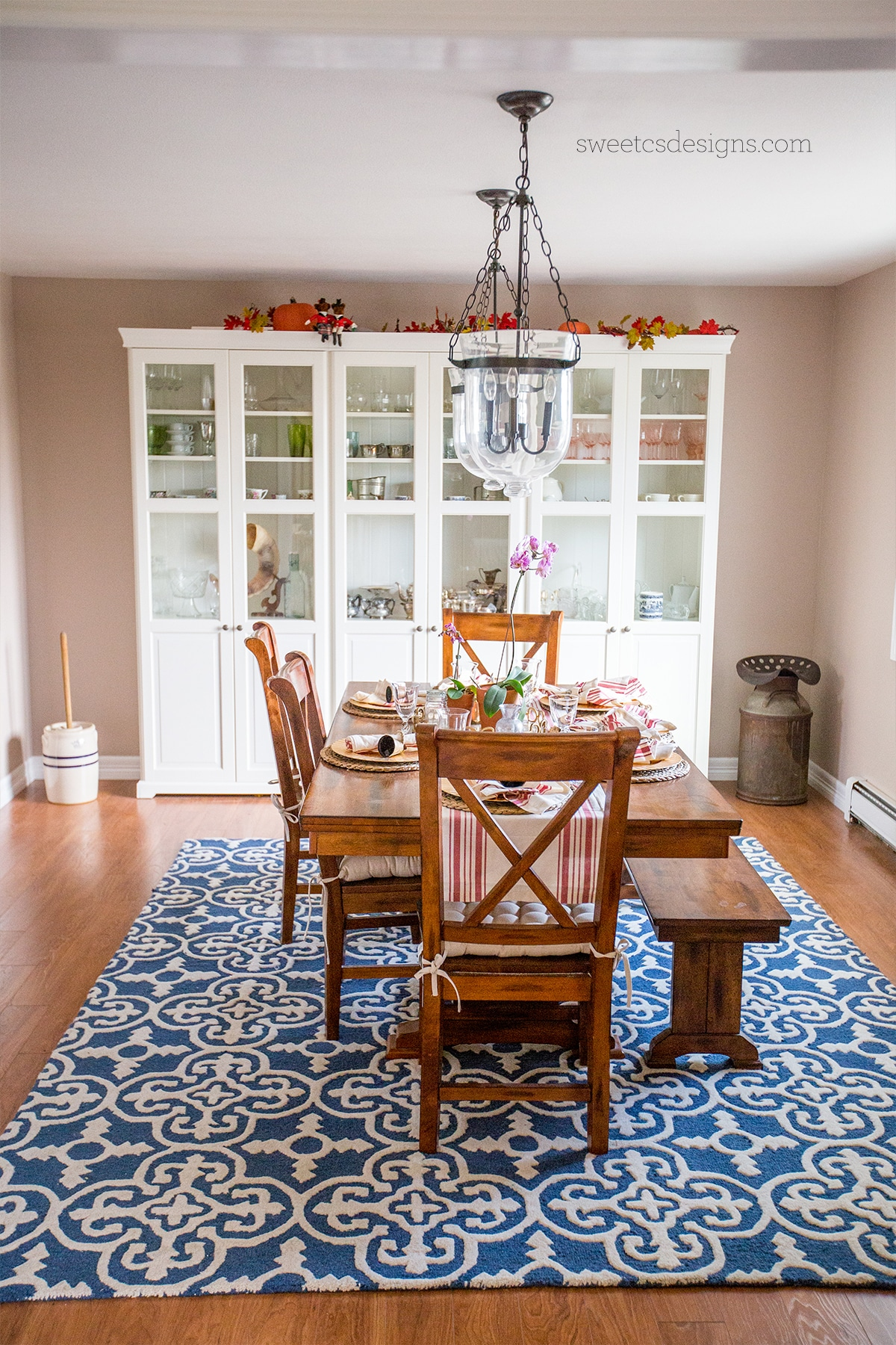 Love this farmhouse dining room!