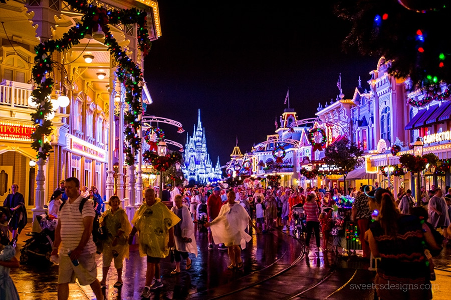 I love Disney World At Christmas!