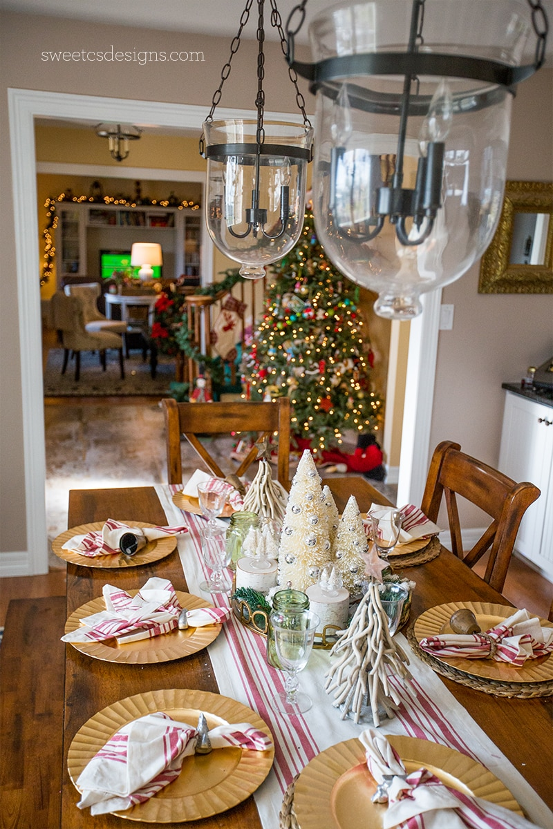 Love this farmhouse Christmas style!