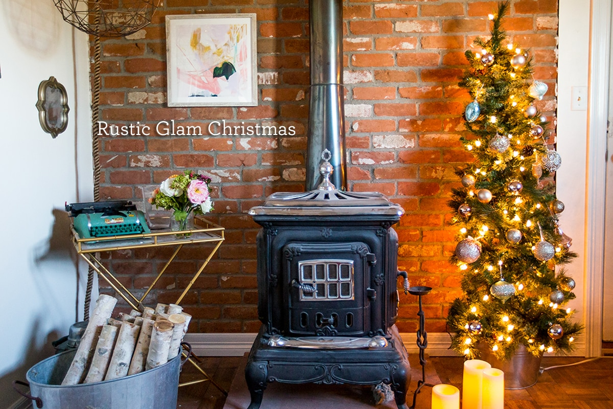 Love this rustic glam office for Christmas- the metallics and vintage inspired touches are so cute!