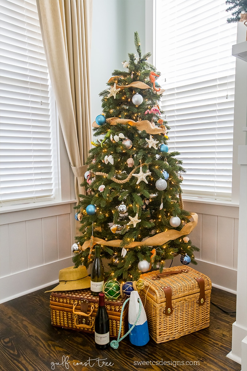 Love this very Florida Gulf Coast themed tree!