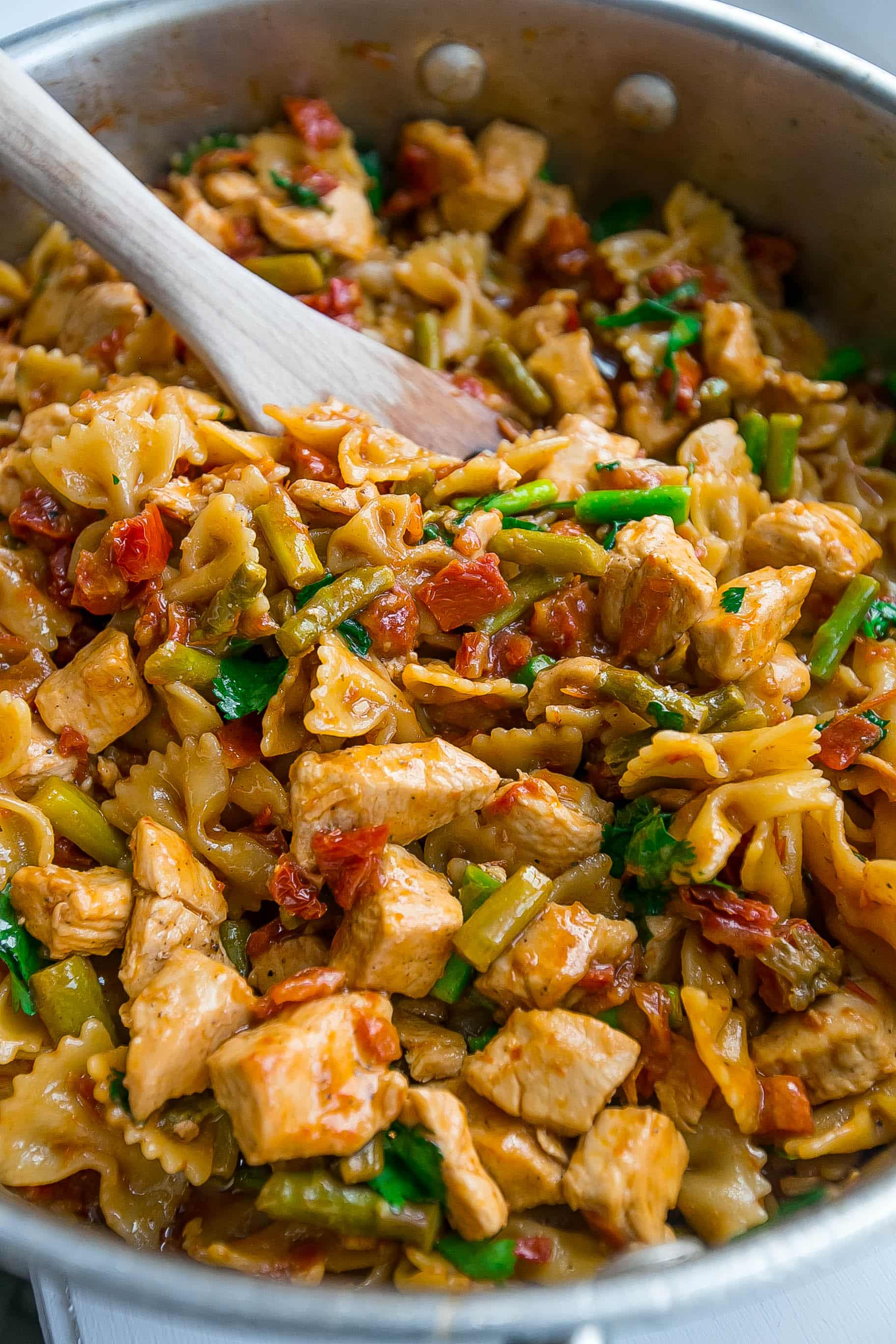 This is the most delicious one pot chicken pasta made with bruschetta fixings! Simple and under 350 calories per serving!