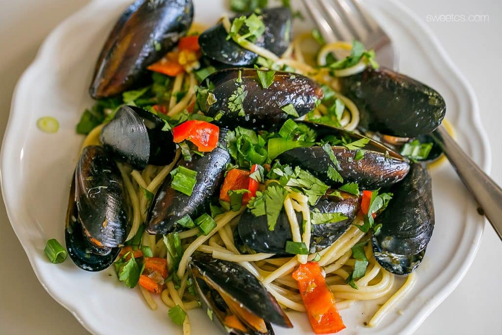 Drunken Mussels Pasta- this is so simple, delicious, and easy! An amazing gourmet meal in under 15 minutes!