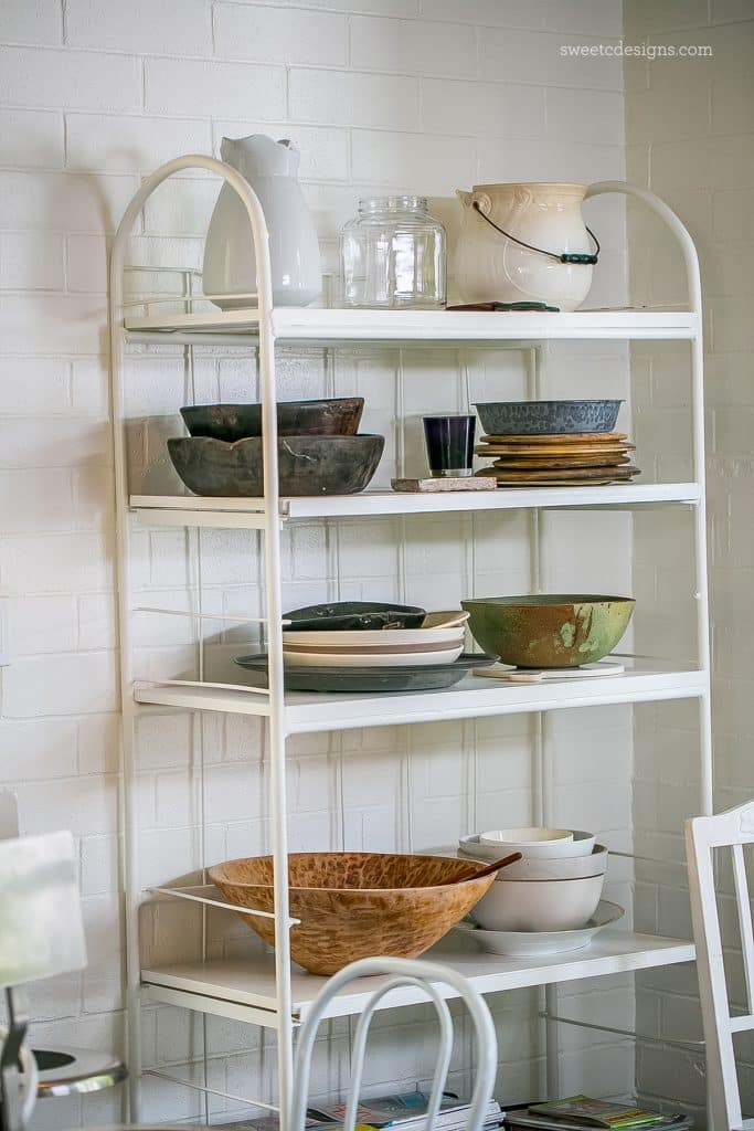 This open shelf style is gorgeous in a rustic modern home - I love it!