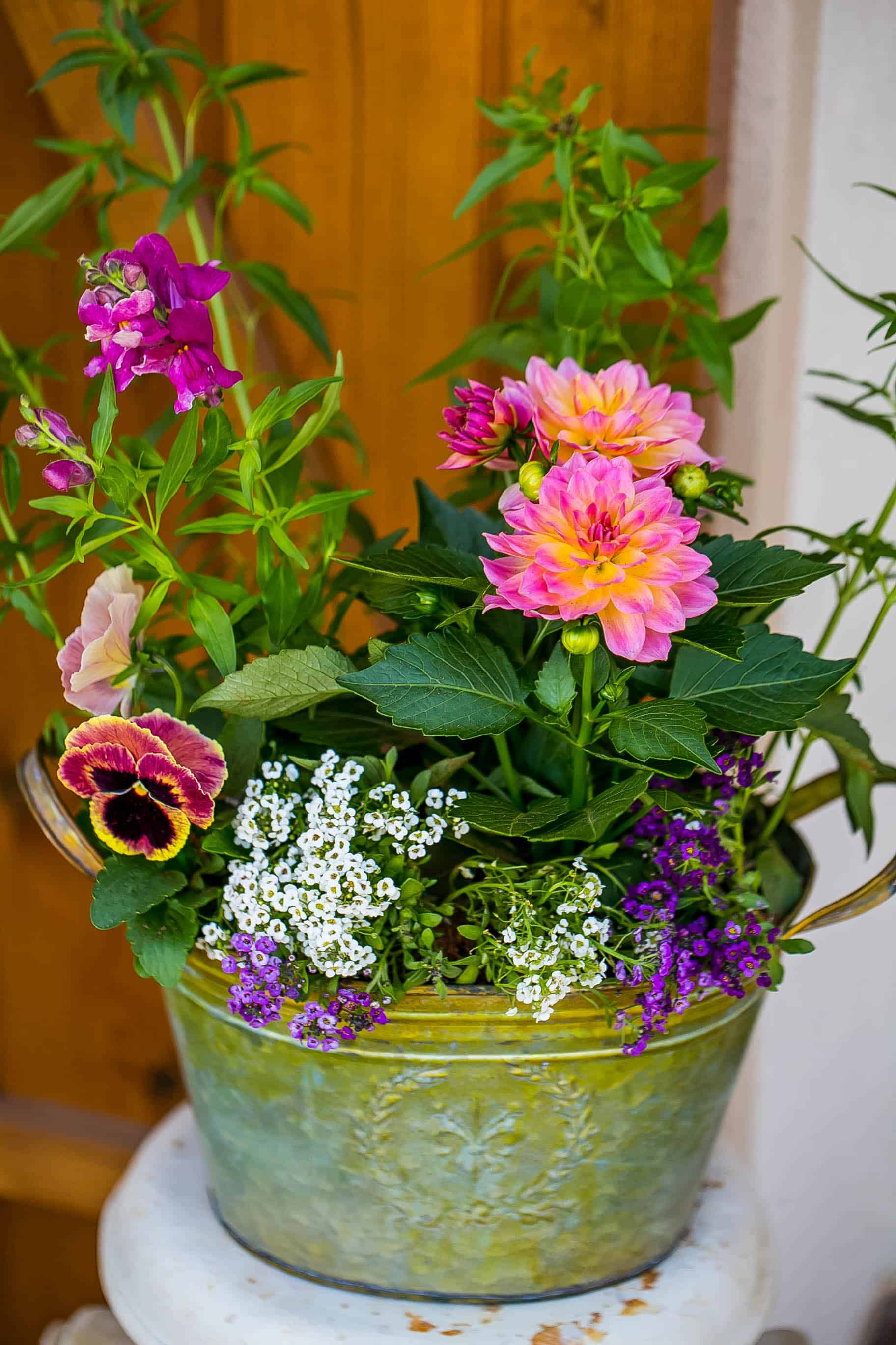 how to arrange a gorgeous flower display