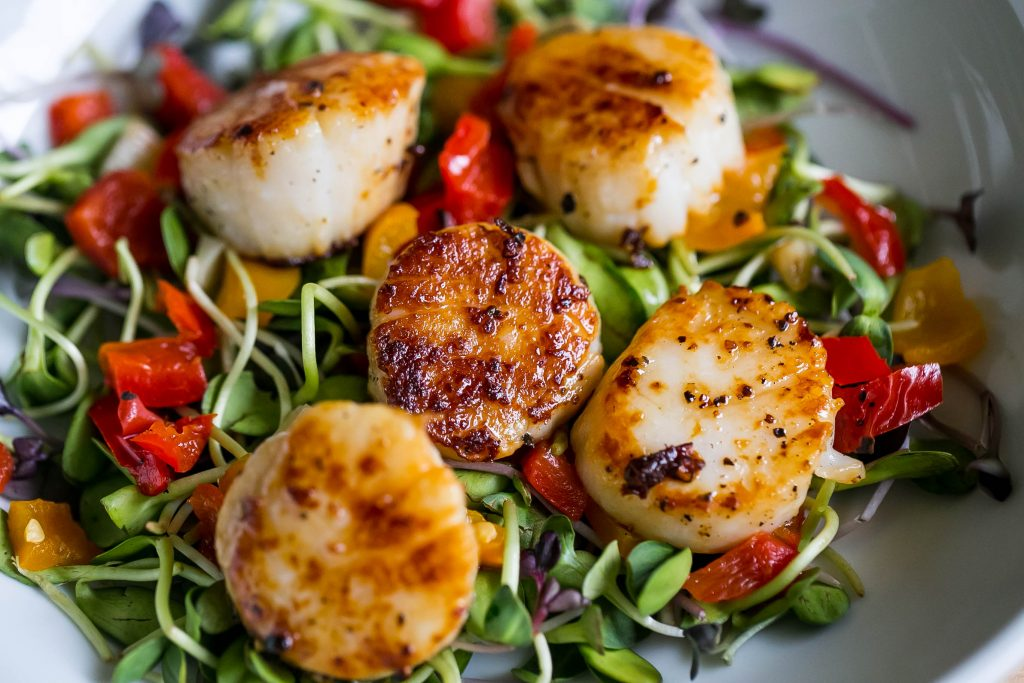 Gourmet in a hurry - this warm scallop antipasti salad is so delicious!