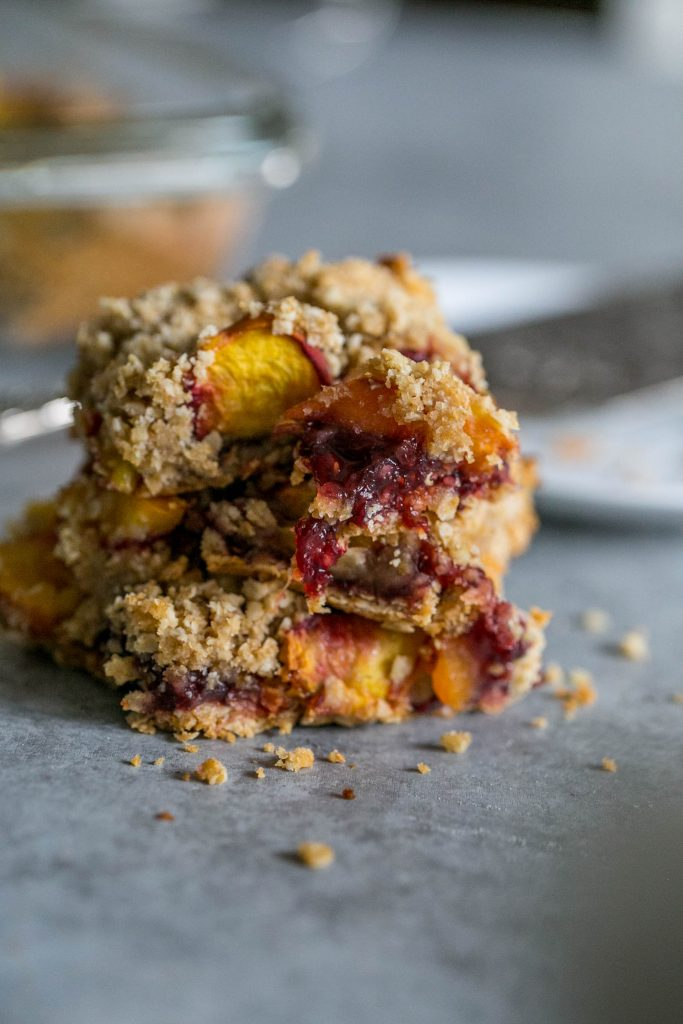 These Peach Raspberry Oatmeal Bars are to die for!