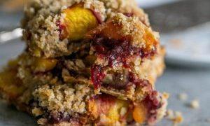 Peach Raspberry Oatmeal Crumble Bars