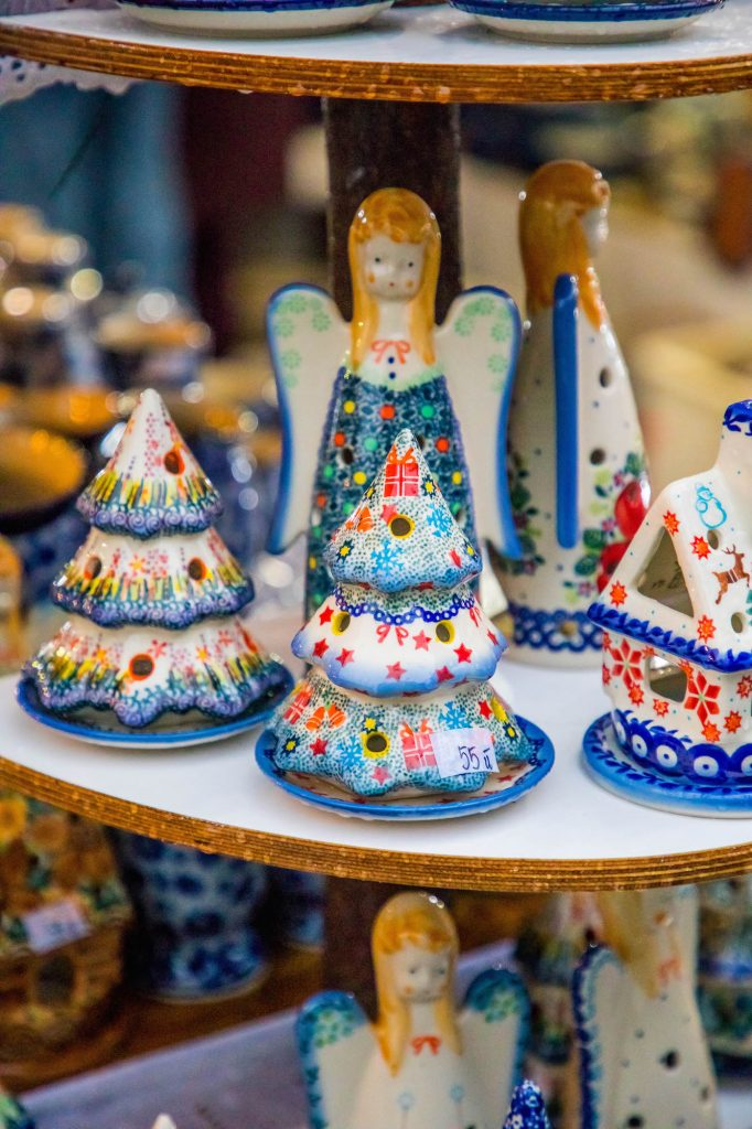 beautiful-christmas-polish-pottery-at-krakow-christmas-market