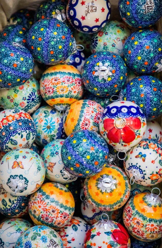 polish-pottery-ornaments-krakow-christmas-market