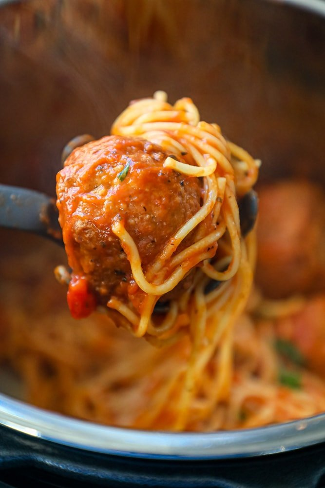 Picture of spaghetti and meatballs in instant pot
