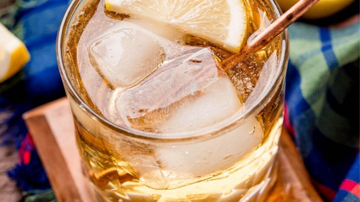 picture of scotch and soda with a slice of lemon in a glass with ice