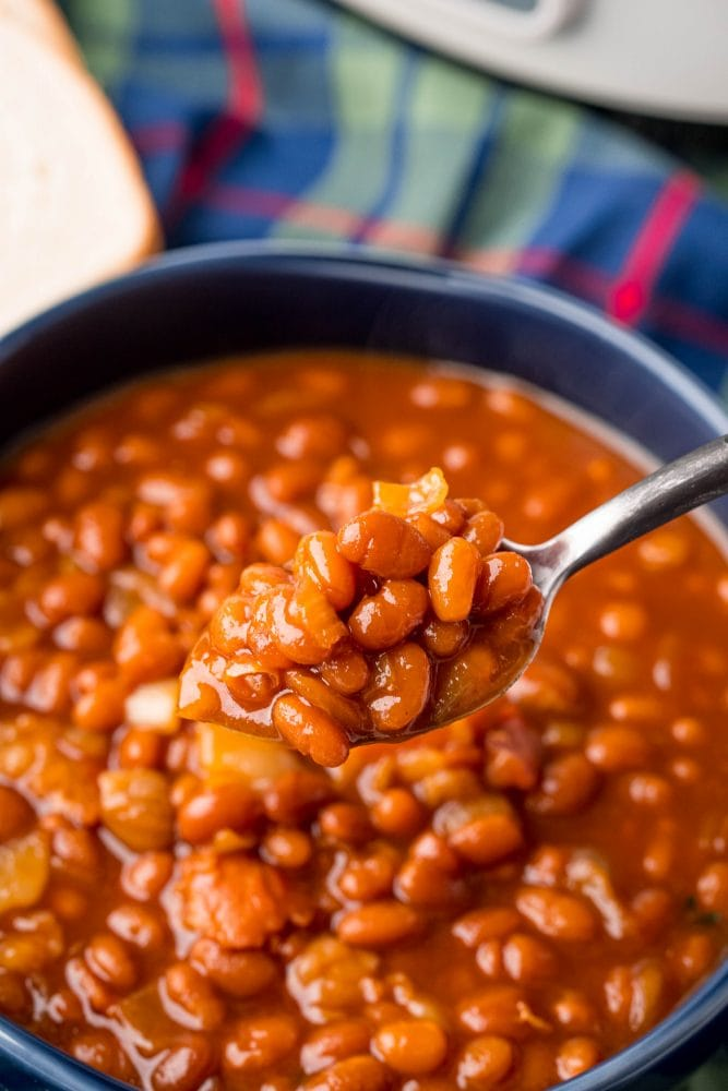 picture of baked beans in a slow cooker