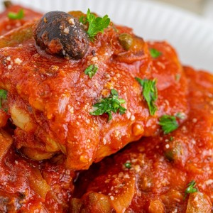 picture of chicken cacciatore piled on a white plate