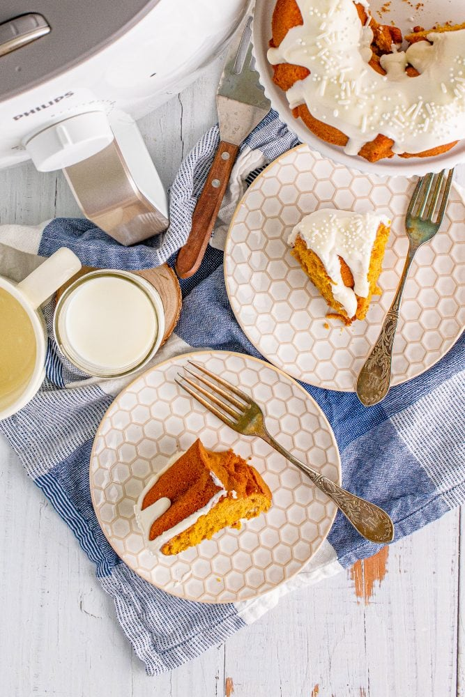 picture of air fryer pumpkin bundt cake on a white plate